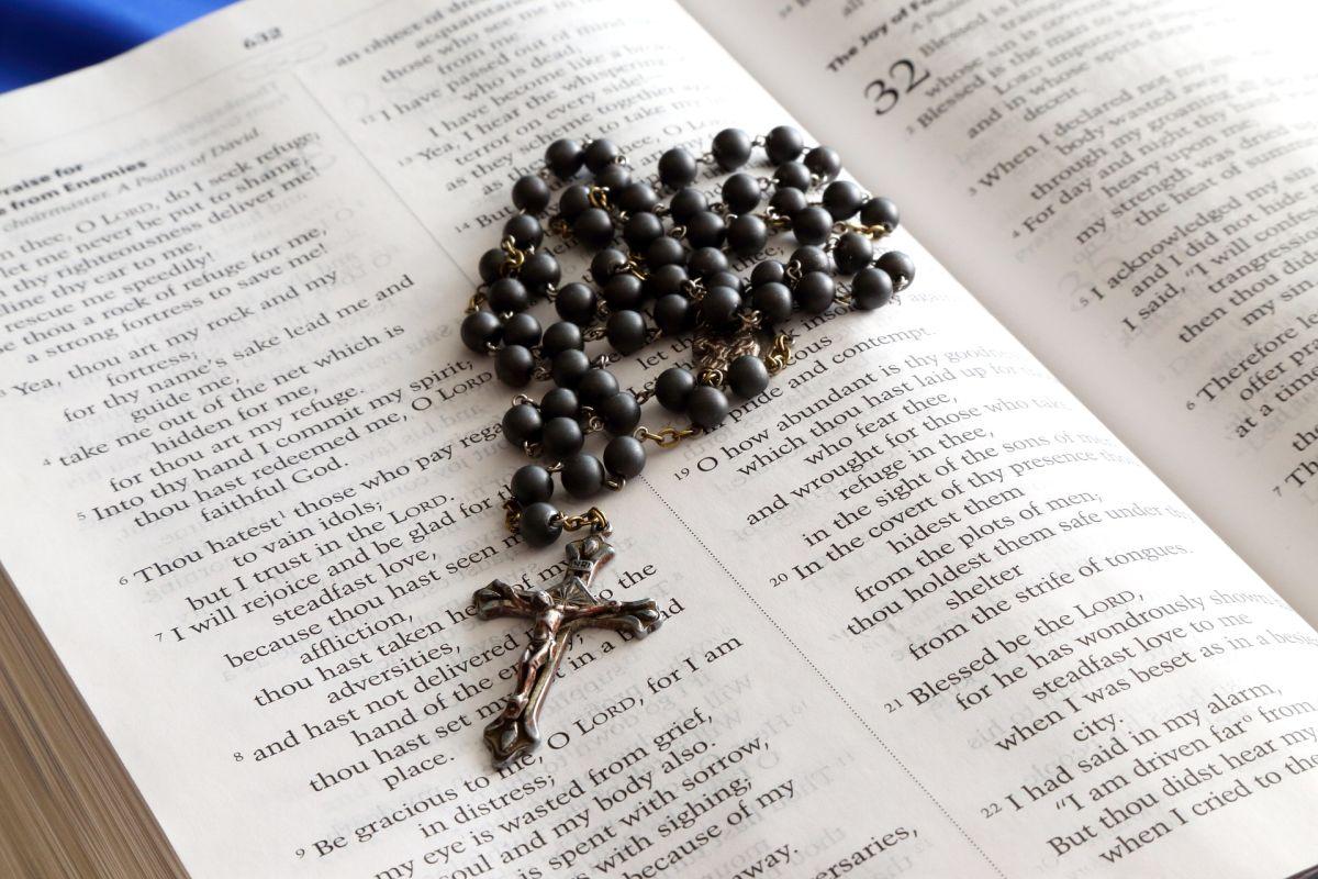 """Σιντίκη Σερρών: """"Χειροπέδες"""" σε 39χρονο που είχε κλέψει επιστήθιο σταυρό από εκκλησία"""