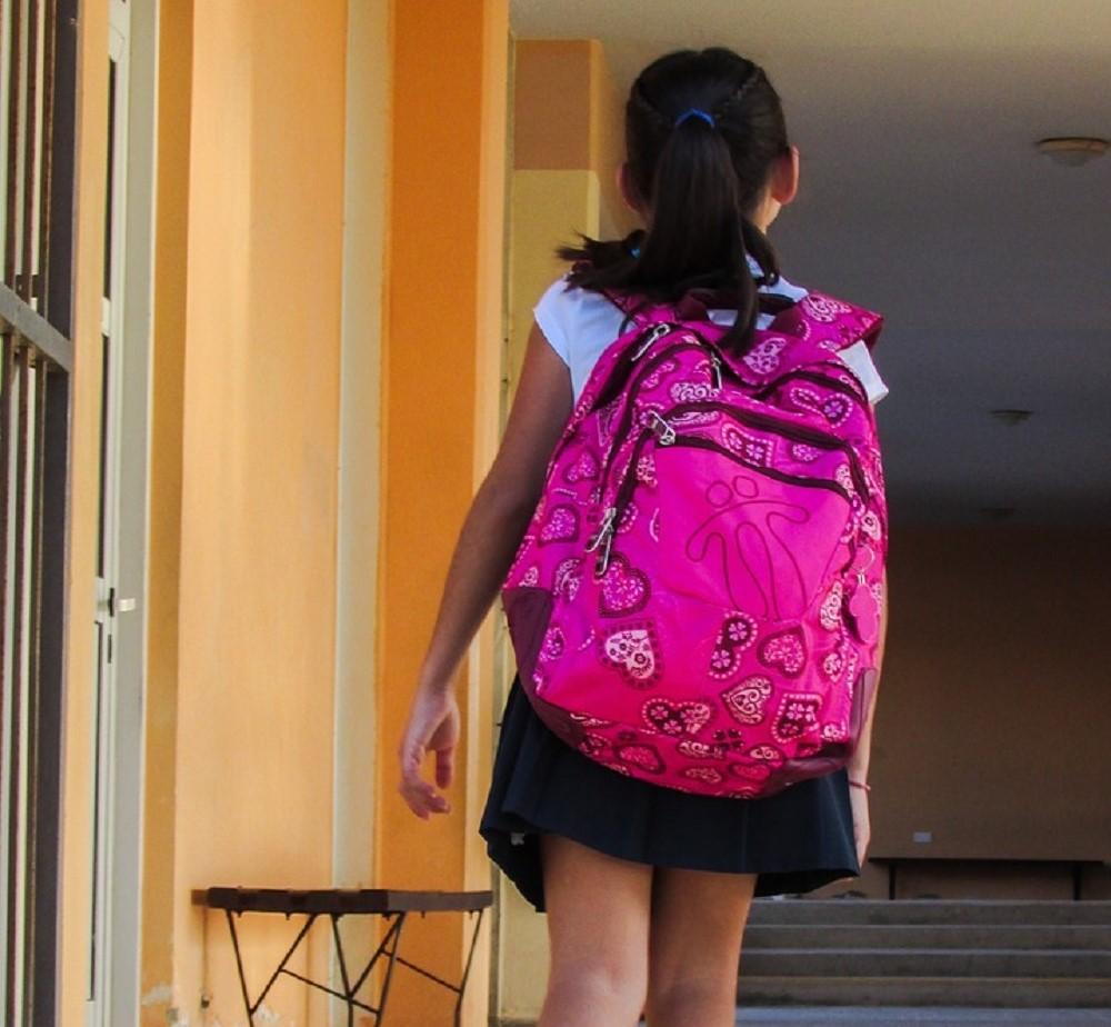 Η σχολική τσάντα προκαλεί σκολίωση – Τι απαντούν οι ειδικοί