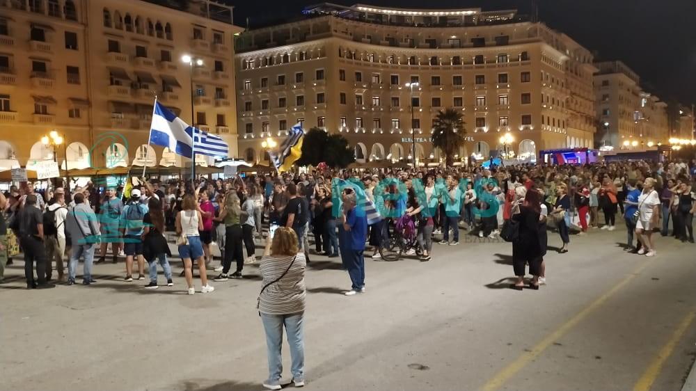 Πορεία κατά του υποχρεωτικού εμβολιασμού στους δρόμους της Θεσσαλονίκης (ΦΩΤΟ+BΙΝΤΕΟ)