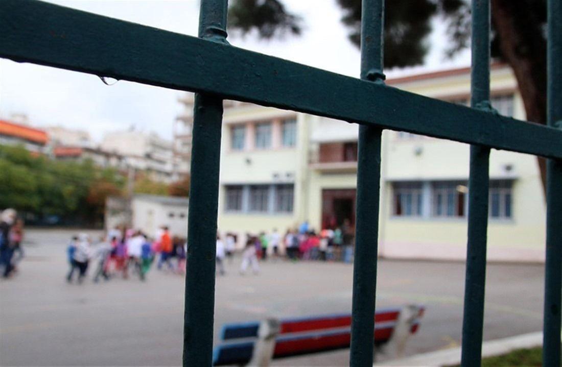 3ο Δημοτικό Σχολείο Ευκαρπίας: Διαμαρτυρία γονέων στο δημαρχείο Παύλου Μελά