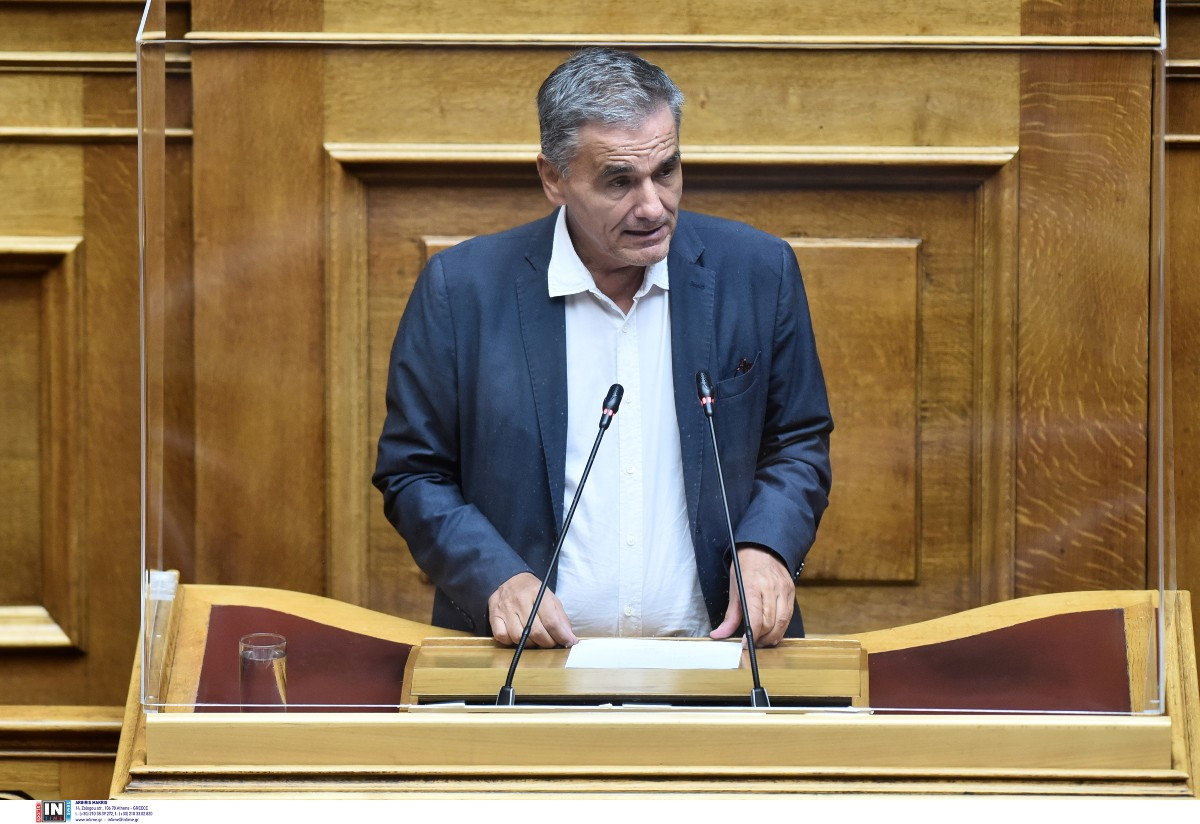 E.Τσακαλώτος στη Βουλή: «Δεν απαντάτε γιατί είμαστε στις τελευταίες θέσεις στον εμβολιασμό»