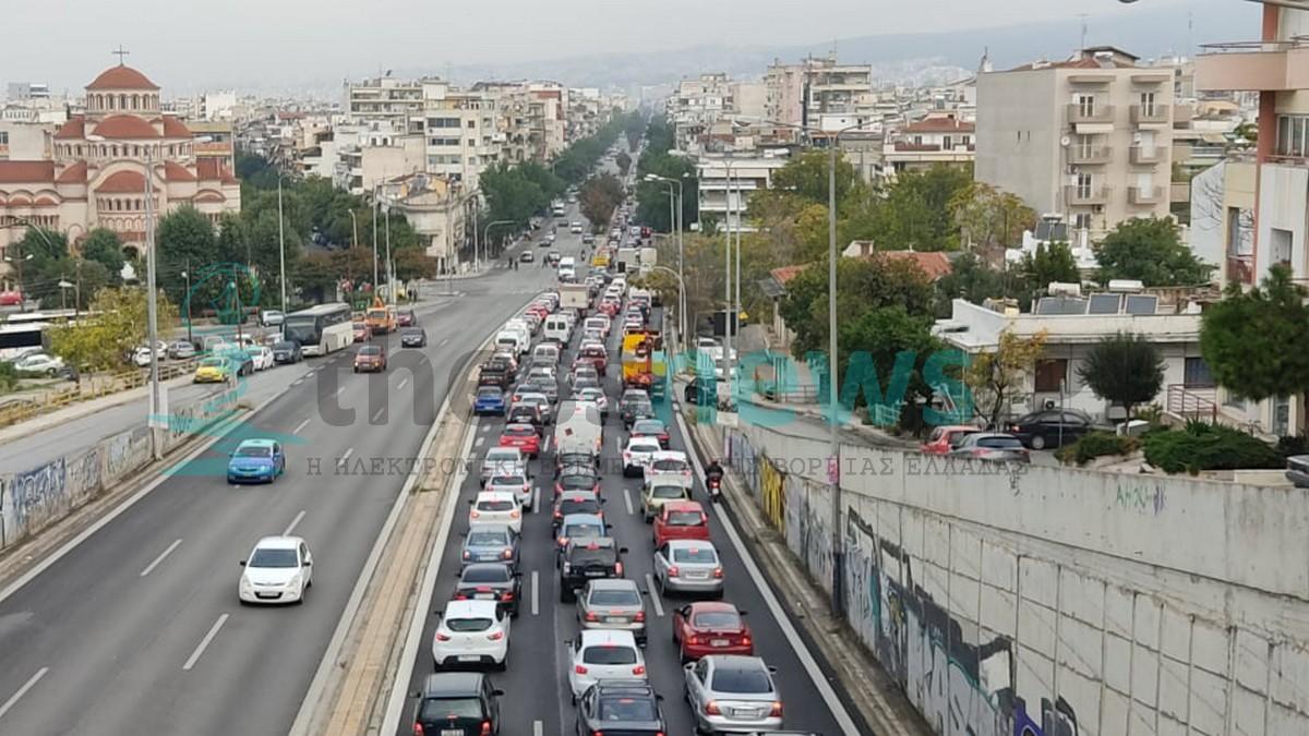 Κυκλοφοριακό κομφούζιο στη Θεσσαλονίκη: Τεράστιο μποτιλιάρισμα (ΦΩΤΟ+ΒΙΝΤΕΟ)