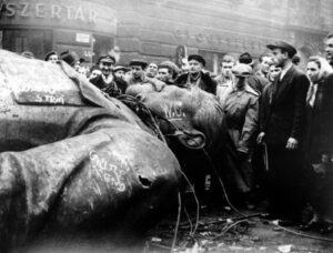 Οι Ούγγροι επαναστατούν απέναντι στην ΕΣΣΔ