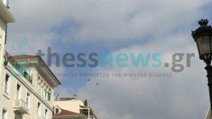 """Μαχητικά αεροσκάφη """"έσκισαν"""" τον ουρανό της Θεσσαλονίκης (VIDEO)"""