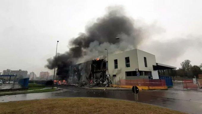 Τραγωδία στο Μιλάνο: Συντριβή ιδιωτικού αεροπλάνου σε κτίριο – Οκτώ νεκροί (VIDEO)