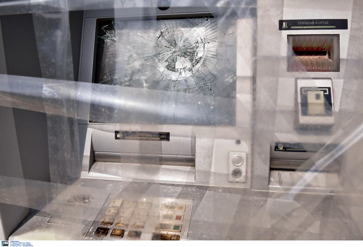 Θεσσαλονίκη: Επίθεση σε τρεις τράπεζες τα ξημερώματα – Έσπασαν μηχανήματα ΑΤΜ