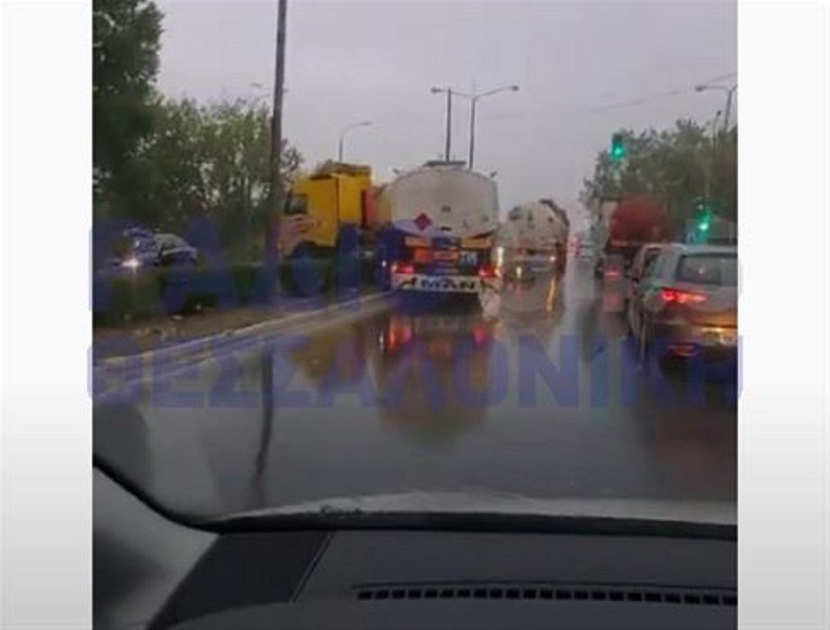 Θεσσαλονίκη: Σύγκρουση δύο μεγάλων οχημάτων στη Μοναστηρίου (VIDEO)