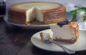 Η καλύτερη συνταγή για cheesecake δια χειρός Άκη Πετρετζίκη