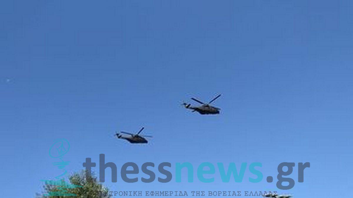 Θεσσαλονίκη: «Έσκισαν» τον ουρανό τα ελικόπτερα και τα αεροπλάνα στην παρέλαση (ΦΩΤΟ-VIDEO)
