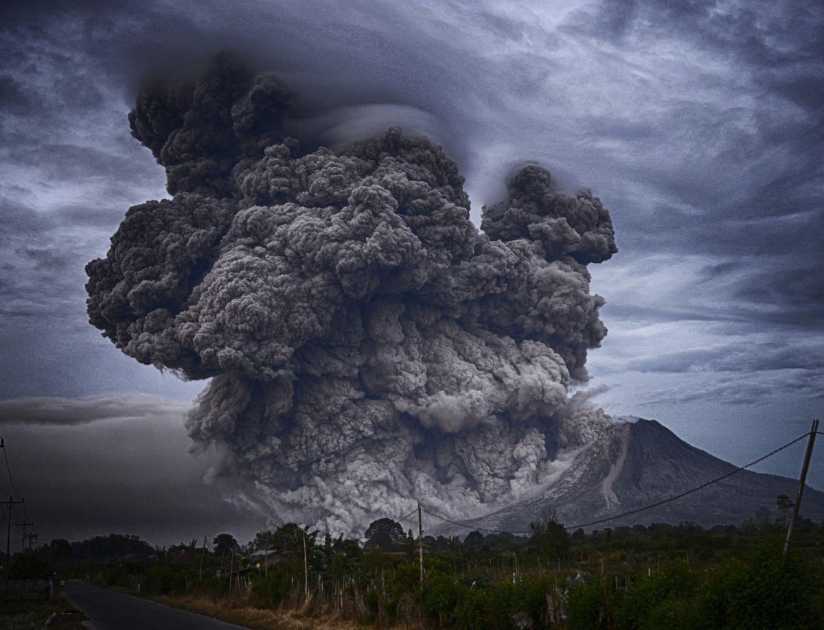 Στο έλεος του ηφαιστείου η Λα Πάλμα – Κατέρρευσε μέρος του κρατήρα (VIDEO)