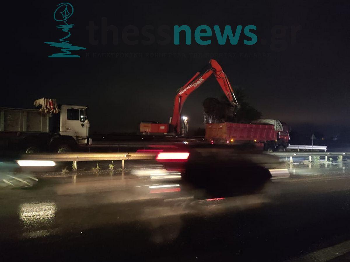 Συναγερμός στην Περιφέρεια για την αποφυγή πλημμύρας στο δρόμο Θεσσαλονίκης – Περαίας (ΦΩΤΟ)