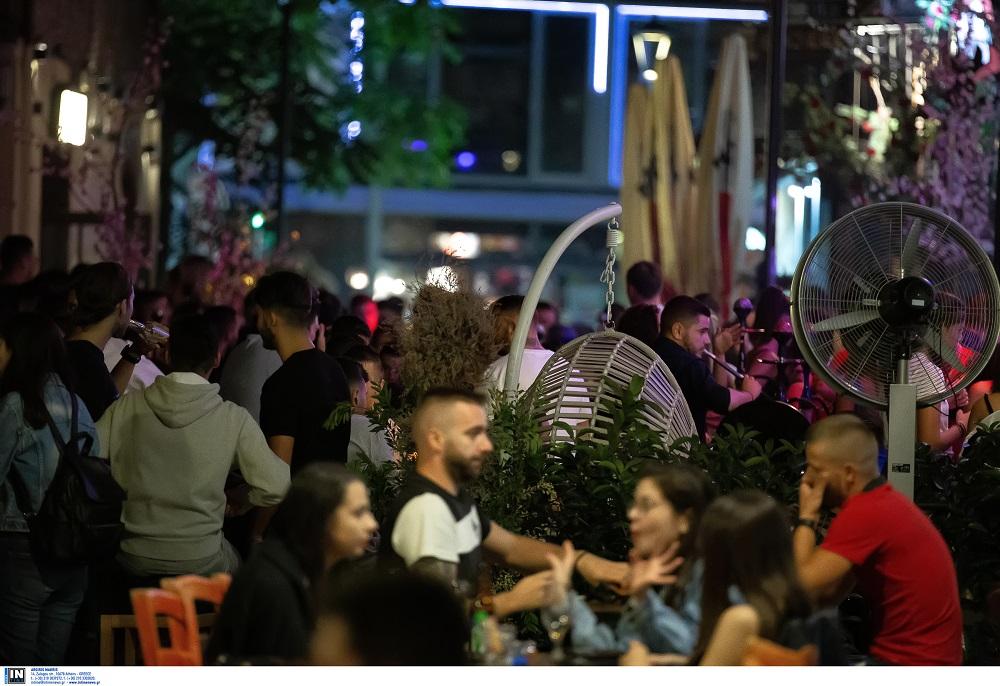Θεσσαλονίκη: Πρεμιέρα ελευθερίας χθες για τους εμβολιασμένους – Γέμισαν κόσμο τα Λαδάδικα (VIDEO)