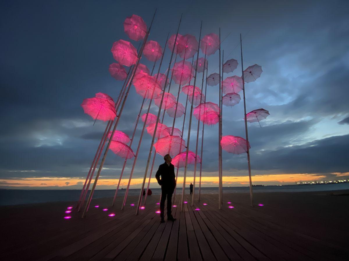 Ταυτόχρονη δράση για τον καρκίνο του μαστού σε Θεσσαλονίκη και Ψυχικό – Με ροζ φωτίστηκαν οι «Ομπρέλες»