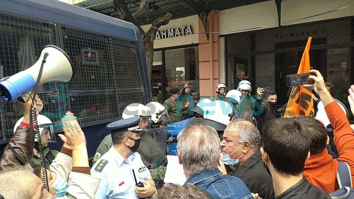 Ένταση εκπαιδευτικών με την αστυνομία στη Θεσσαλονίκη (ΦΩΤΟ+VIDEO)