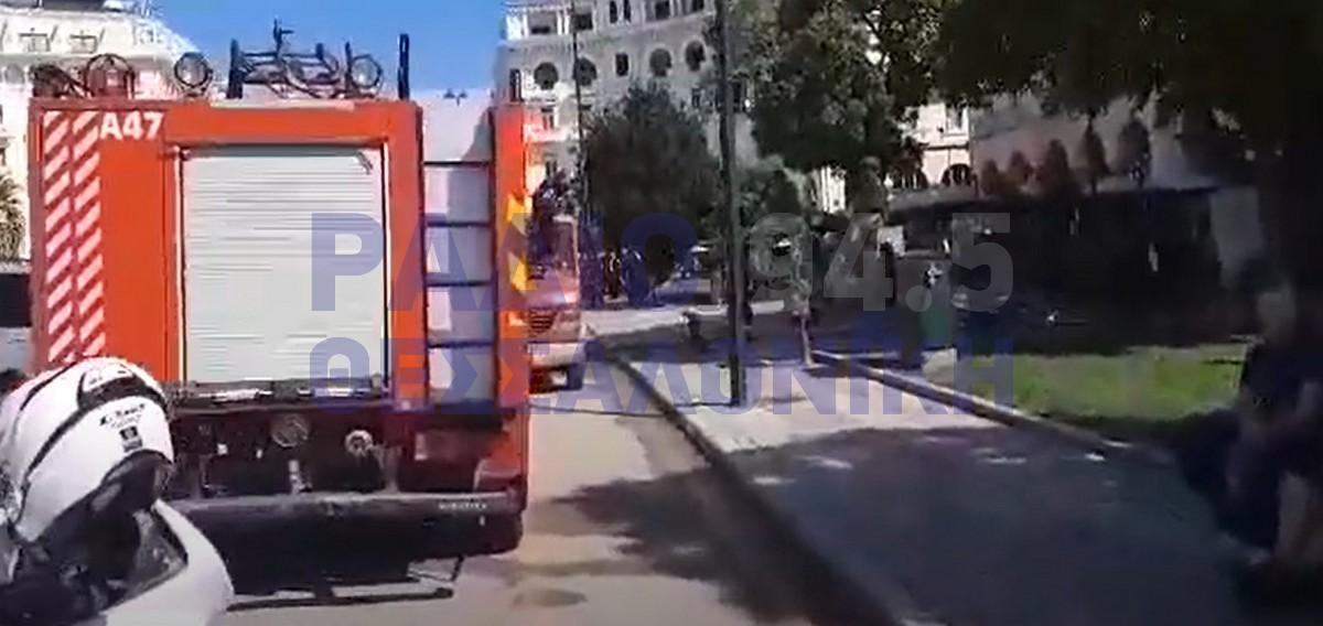 Φωτιά σε κτίριο στην πλατεία Αριστοτέλους – Προληπτική εκκένωση (VIDEO)