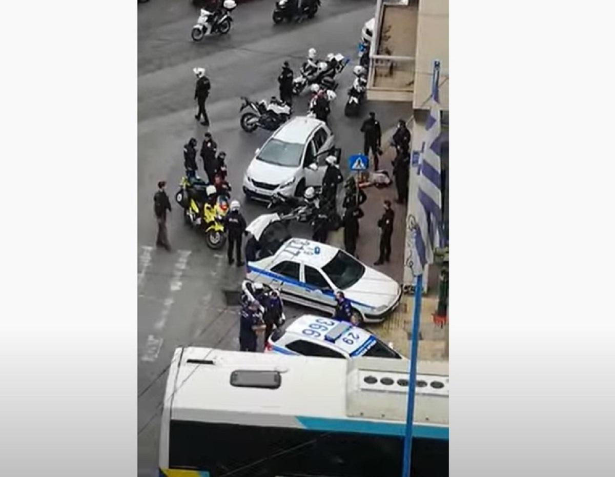 Πυροβολισμοί και καταδίωξη στο κέντρο της Αθήνας – Ένας τραυματίας