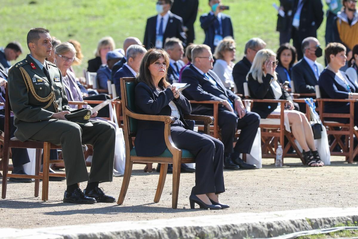 Κ.Σακελλαροπούλου: H Ολυμπιακή Φλόγα να μεταφέρει το μήνυμα της συμφιλίωσης των λαών