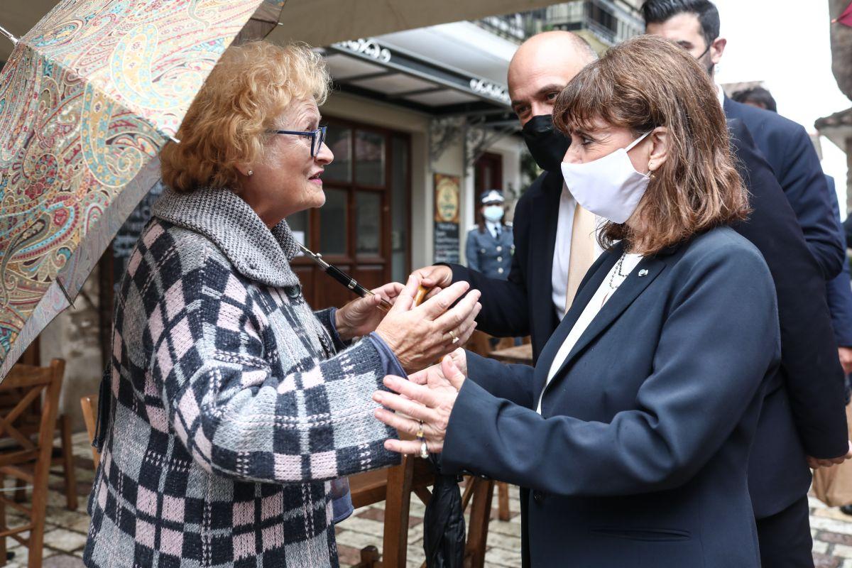 Επισκέφθηκε τη Ναύπακτο η Κατερίνα Σακελλαροπούλου