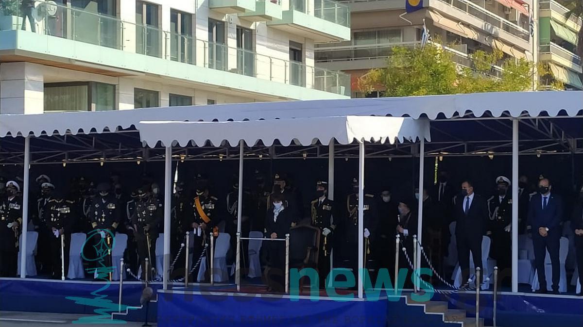 Θεσσαλονίκη: Πεζή η Κατερίνα Σακελλαροπούλου στο χώρο της παρέλασης (ΦΩΤΟ-VIDEO)