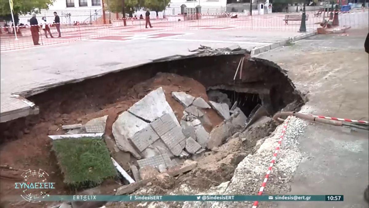 Νέο Σούλι Σερρών: Άνοιξε γιγαντιαία τρύπα στον κεντρικό δρόμο (VIDEO)