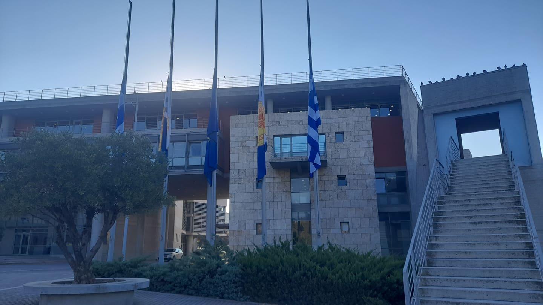 Φώφη Γεννηματά: Μεσίστιες οι σημαίες στο δημαρχείο Θεσσαλονίκης (ΦΩΤΟ)