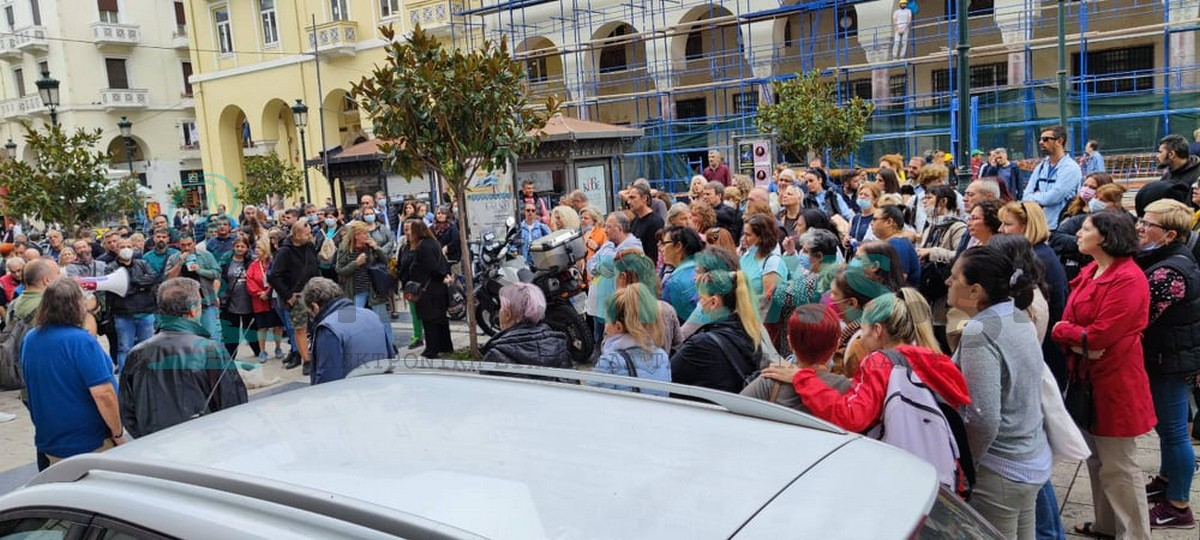ΣΥΜΒΑΙΝΕΙ ΤΩΡΑ: Συγκέντρωση διαμαρτυρίας υγειονομικών έξω από την 3η ΥΠΕ (ΦΩΤΟ)