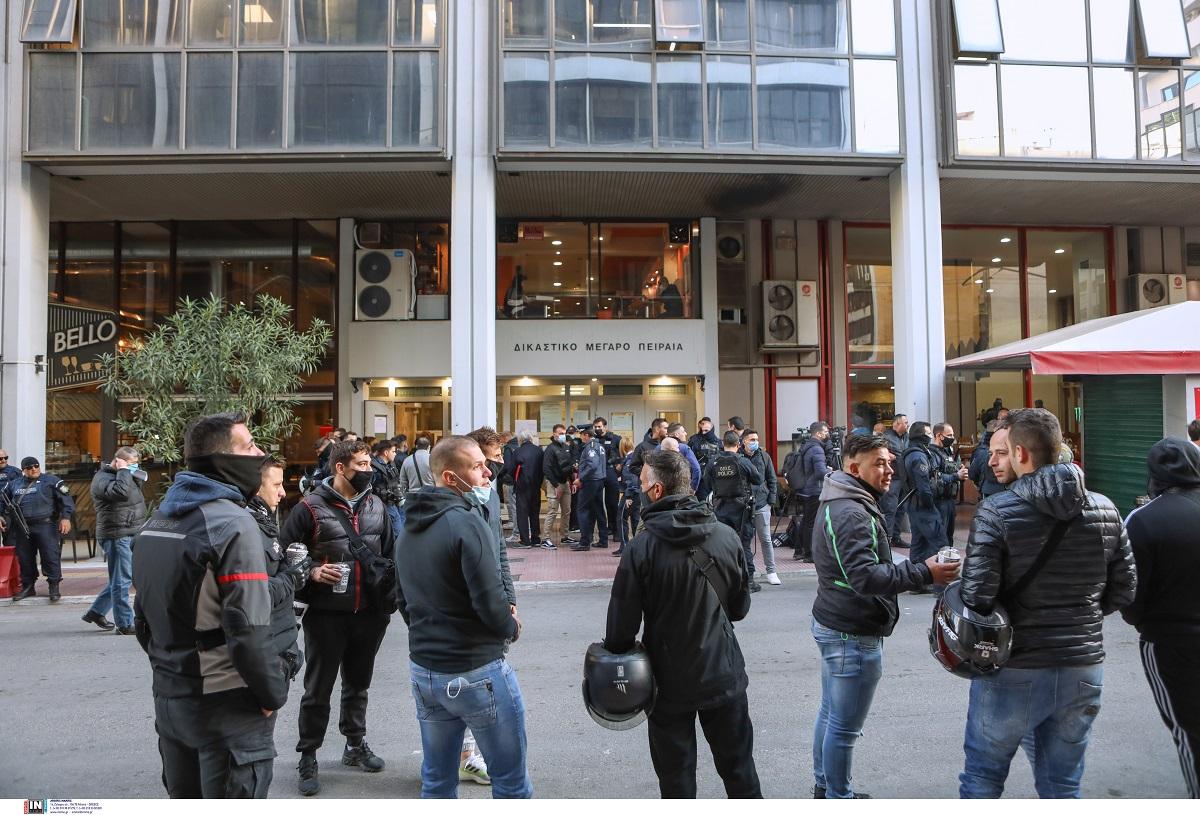 Πέραμα: Ελεύθεροι οι επτά αστυνομικοί και οι δύο Ρομά