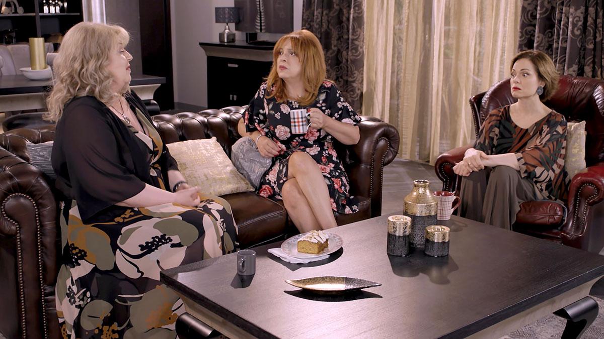 «Ζακέτα να πάρεις»: Η άφιξη του «γαμπρού από το Λονδίνο» προκαλεί μπερδέματα