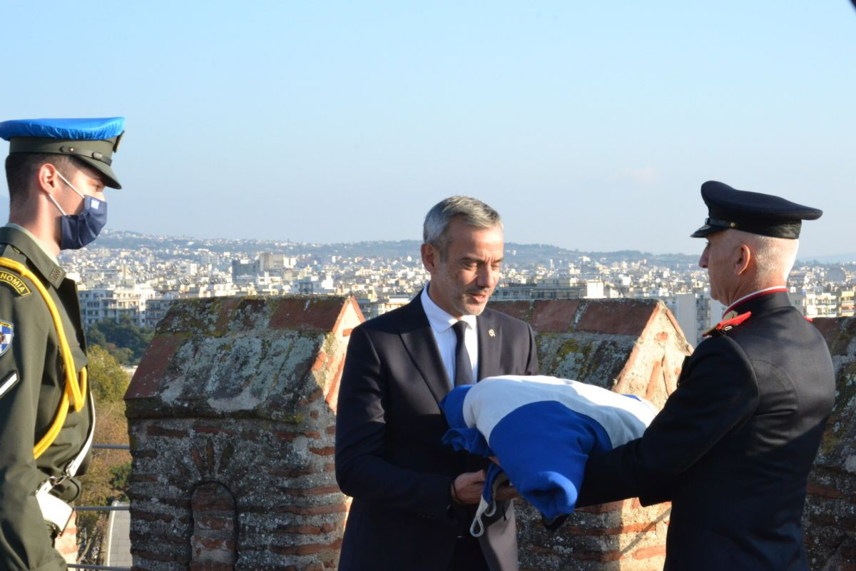 Παρουσία Ζέρβα η υποστολή της σημαίας στον Λευκό Πύργο (ΦΩΤΟ)